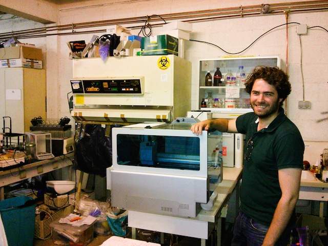 La Paillasse Nuit Blanche biohacking space hackerspace makerspace paris france europe innovation is everywhere 4 vitry